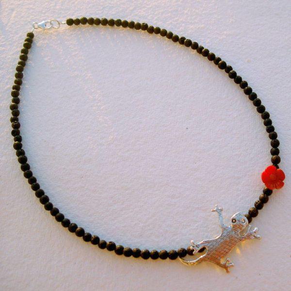 collar de piedras y salamandra plata